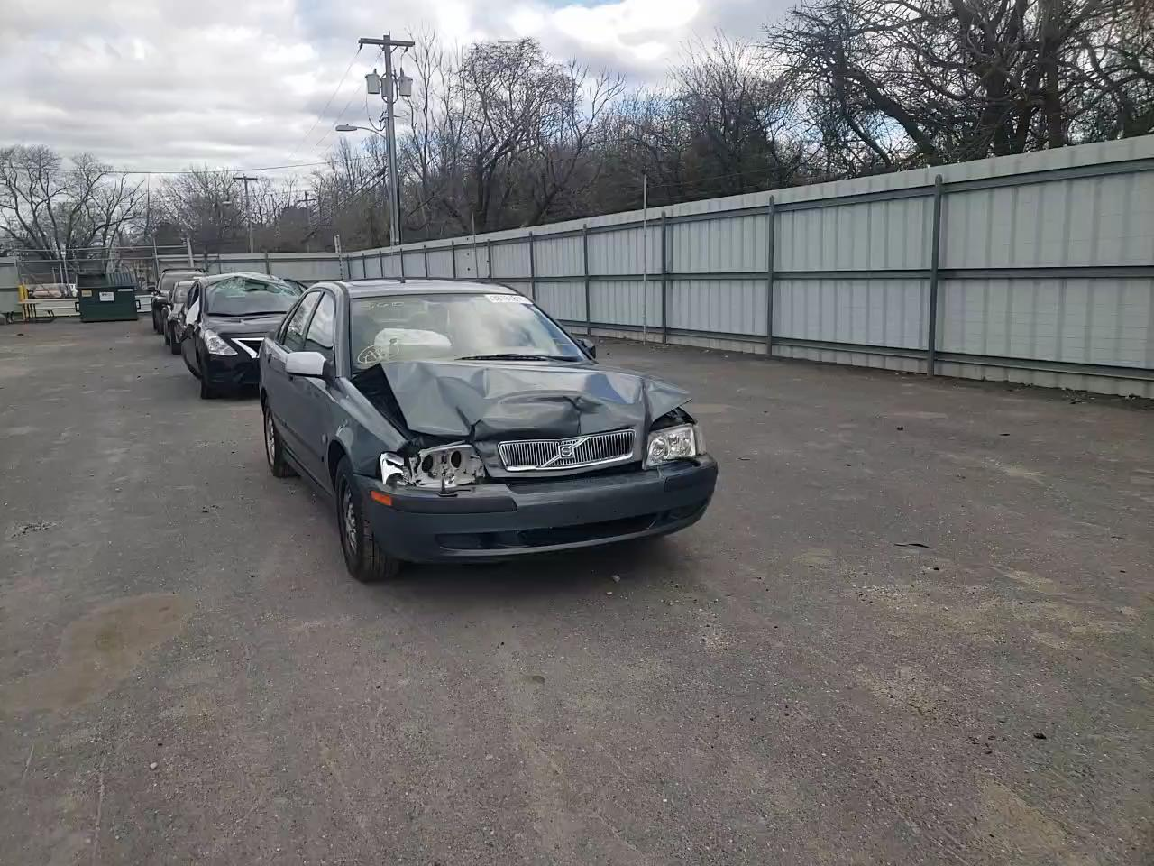 2002 VOLVO S40 1.9T - Other View